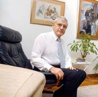 Dr. Moty Benyacar